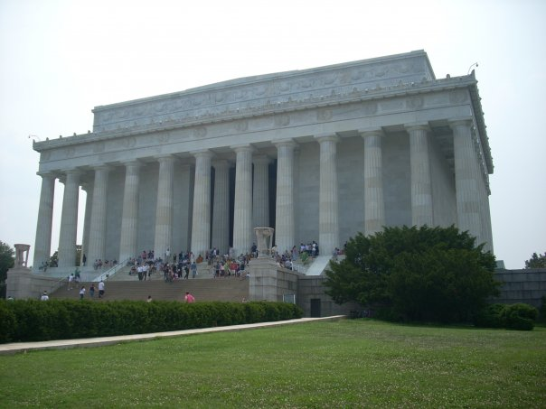 Inside is the imposing statue of US President Abraham Lincoln, Washington DC.