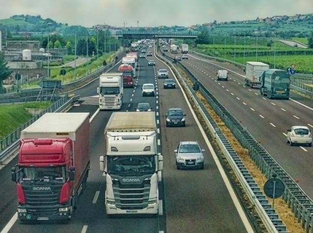 trucks-on-the-road-e1542861252758.jpg