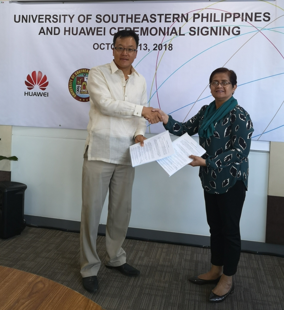 Huawei Vice President/COO Guo Zhi Daniel and USeP President Dr. Lourdes C. Generalao - Science and Digital News